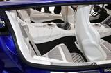 画像: 前後ともバケットシートを備えたフル4シーター。後席もセンターコンソールは大きい。