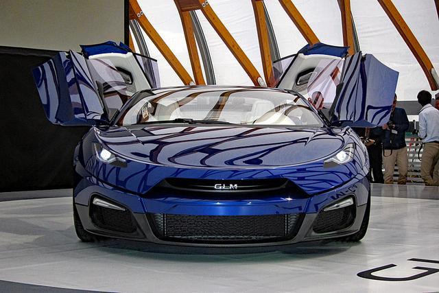 画像: 気になるボディサイズは未公表だが、全幅はスーパースポーツカーと同じくらいのワイドさだ。