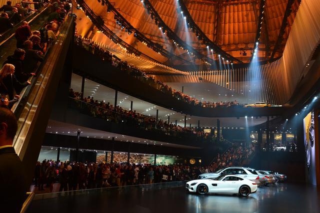 画像: 2年に1度、ドイツで開催されるフランクフルト国際モーターショー(IAA)。VWやメルセデス・ベンツ、BMW、ポルシェ、アウディのお膝元であり、毎回ドイツメーカーは大規模なブース展開を行っている。また注目のニューモデルが多数ワールドプレミアされるのも魅力だ。