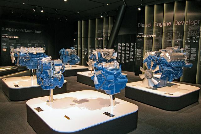 画像: 代表的な歴代ディーゼルエンジンも展示されている。その大きさに、けっこう驚くかもしれない。