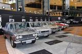 画像: ステージ向かって左側には、左から2代目(S50型)から7代目(R31型)まで6台が並ぶ。