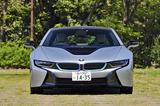 画像: BMWのアイデンティティであるキドニーグリルは幅広くなり、内側をブルーに縁取られている。