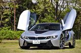 画像: BMWではシザー・ドアと呼ぶ前ヒンジの跳ね上げドア。開けた途端に、まわりの注目度が倍増する!
