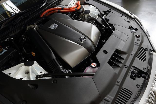 画像: 3.5L  V6エンジンの後ろにふたつのモーターと4速ギアを組み合わせたハイブリッドシステム。