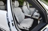 画像: フロントシートは8ウェイパワーシート、マッサージ機能、シートヒーター&ベンチレーション機能など装備が充実している。