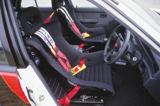 画像: 主要オプションを装着した状態。ステアリング、シート、シートベルト…すべてNISMO扱いのオプションパーツだった。
