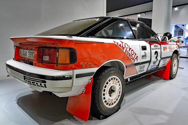 画像: 車高こそ高められているが、外観はノーマルのST165型セリカと大きくは変わらない。