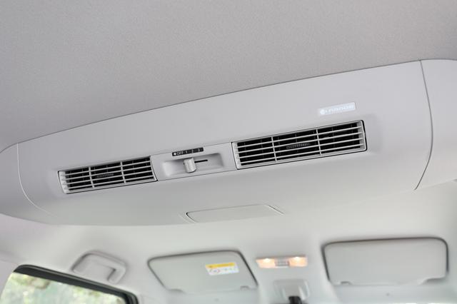 画像: 「ナノイー」搭載のリアシーリングファンを搭載する。風量調整も後席から設定可能。