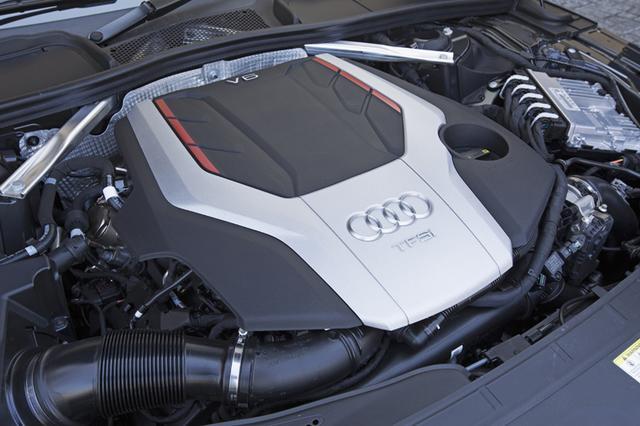 画像: 写真は、最高出力354psの3L V6ターボエンジンを搭載するS5スポーツバック。トランスミッションは8速AT 。S5は全ボディバリエーションに設定される。S5モデルはインテリアも一段とスポーティな雰囲気に仕上げられている。