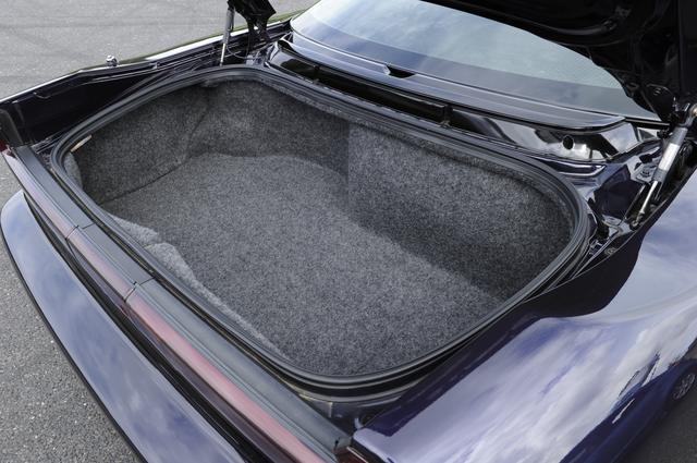 画像: ボディ後端に配置されたトランクルームの容量は 154L(VDA方式)を確保。
