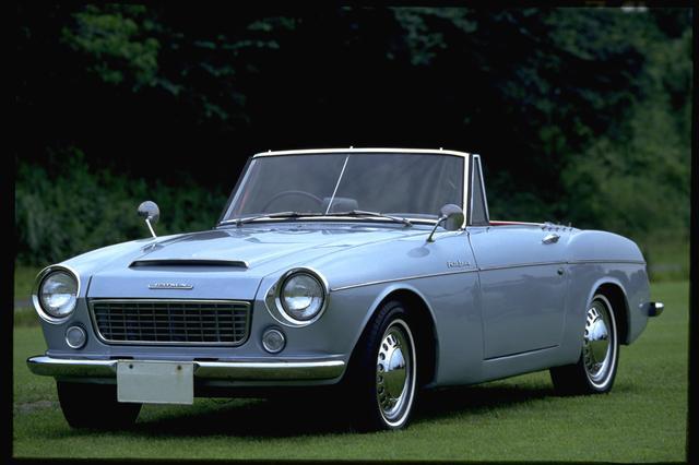 画像: このクルマが出た当時はフェアレディは日産ではなく、ダットサン フェアレディ 1500という車名でした。