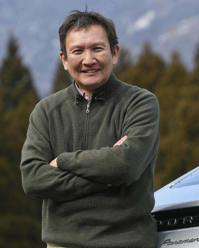 画像: 案内人 石川芳雄 自動車評論家。日常生活と密着した実用的で楽しい乗り物としてクルマをとらえ、さまざまな目線からその魅力を語ってくれる。自動車専門誌「モーターマガジン」(毎月1日発行)では、ロングツーリングで旅の楽しさも伝える「日本自動車紀行」を不定期にて連載中。行き先からコース設定まで、お任せ! で安心できる「遠乗りの達人」である。日本カー オブ ザ イヤー選考委員。