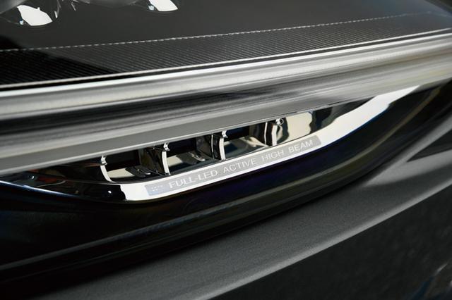 画像: アクティブベンディング機能付きのフルアクティブハイビームLEDヘッドライトは標準で装備される。