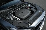 画像: T5が採用する2L直4ターボエンジン。これに4WDシステムが組み合わされJC08モード燃費は12.9km/L。