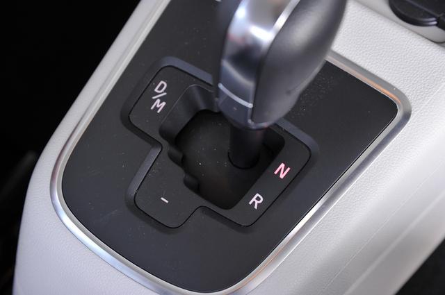 画像: Pポジションはないので、駐車時などはNに入れておくのではなくて、DあるいはRに入れておくのが正しい操作方法。