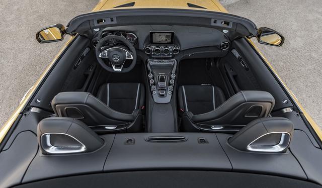 画像: 「コンフォート」、「スポーツ」、「スポーツ+」の3つからモードを選択できるAMGスピードシフト7速DCTを搭載する。
