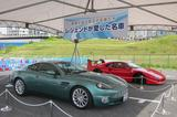 画像: 鈴木亜久里の愛車アストンマーティンと、片山右京の愛車フェラーリF40。