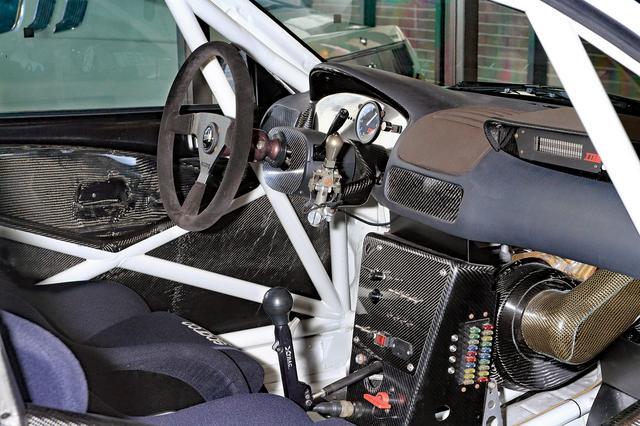 画像: ミッションは新採用の電子油圧制御セミAT。ステアリング横の「ジョイスティック」で操作する。