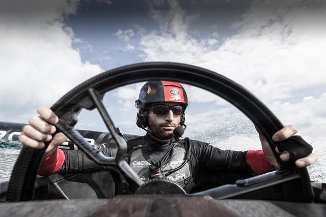 画像: チームプリンシパル兼スキッパーのサー・ベン_エイズリーはこのステアリングホイールについて、「コントロールは直感的かつスムーズで、これまでのレース艇の制御とは大きな違いがあります」と語っている。