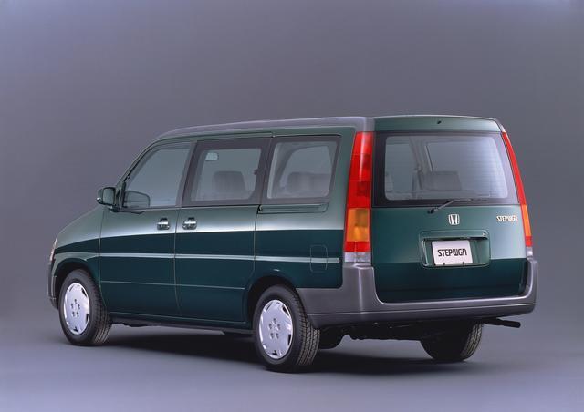 画像: 四角いシンプルなスタイルと低価格で大ヒットモデルとなった。