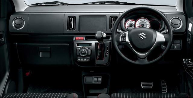 画像: AGS( 5速AMT)車はインパネからシフトレバーが伸びている。