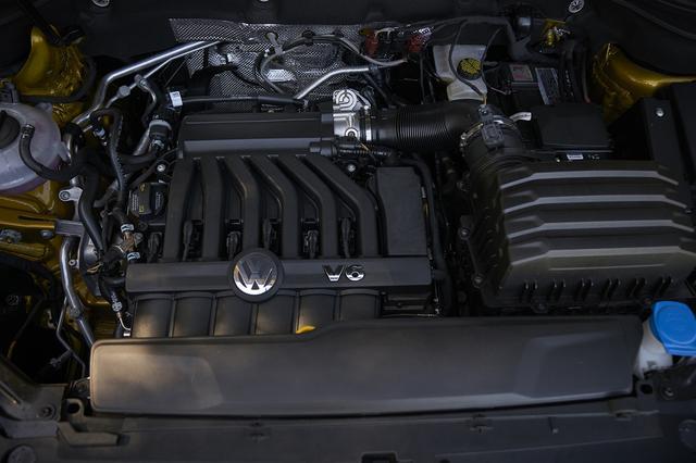 画像: 搭載されるエンジンは3.6L V6と2L 直4ターボの2種。まずはV6エンジン搭載車から販売が開始される。