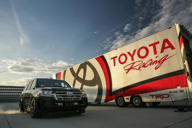 画像: 北米トヨタのモータースポーツ・テクニカルセンターが総力を結集して作り上げたモンスター・ランドクルーザーが「ランドスピードクルーザー」。一見すると、ただのローダウン・ランクルにしか見えないのだが、その心臓は2000馬力オーバー! フレームやシャシも大幅に強化されている。