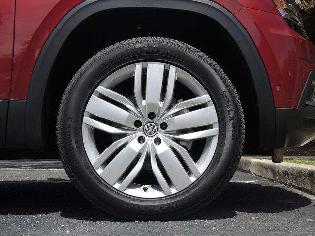 画像: タイヤはコンチネンタルのマッド+スノータイヤCROSS CONTACT LX SPORTで、255/50R20のサイズを履いていた。