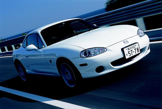 画像: 基 本は1.8Lだが、タイプS(275万円)と同じ外観の1.6L+5速MTの標準車(235万円)も用意された。