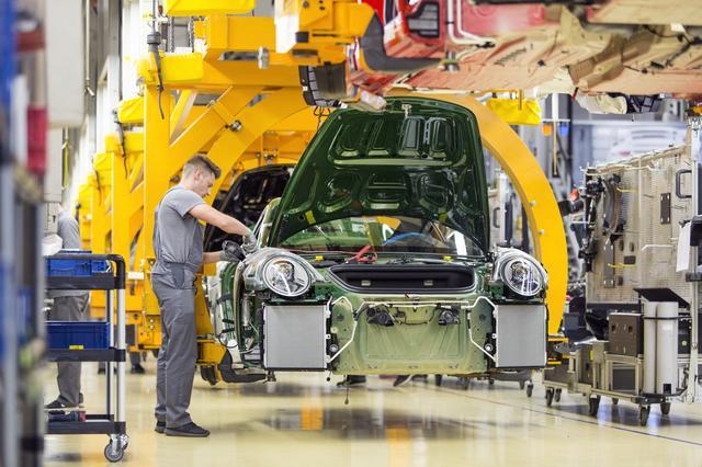 画像: ポルシェのツッフェンハウゼン本社の生産拠点。718ボクスター&ケイマンもここで生産されている。