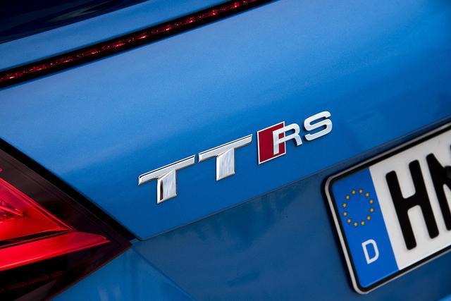 画像: アウディTT RSが標準装備するマグネティックライドは、走行モードを選択することによってスポーツカーならではの走りやしなやかな乗り心地、快適性などを体感することができる。