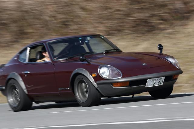 画像: このモデルはS30改240ZG仕様。バンパーとスポイラー一体型の「エアロダイナ・ノーズ(通称Gノーズ)を備える。