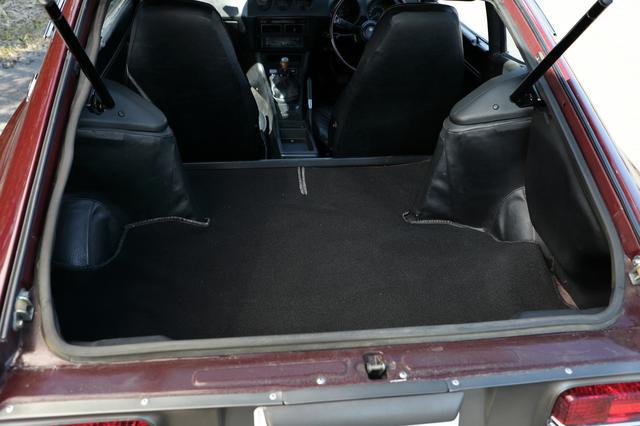 画像: リアシートはなく荷室となる。観光旅行ついでにS30レンタカーを借りても、荷物の置き場に困ることはない。