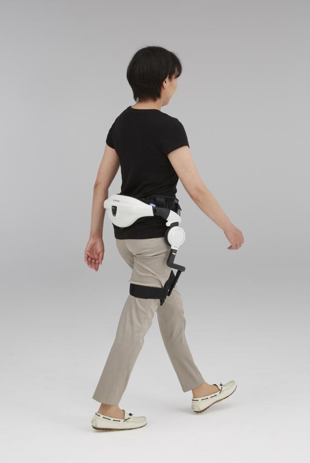 画像: 加齢や疾病などにより歩行能力が低下した方のリハビリ補助を目的とした機器「Honda歩行アシスト」
