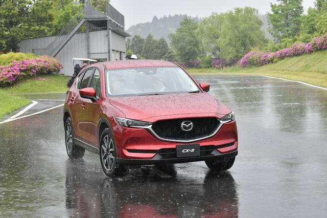 画像: 新型CX-5を使って、「Gを感じて運転しよう」というスペシャルプログラムを実施。
