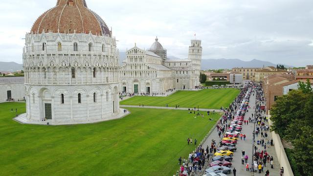 画像1: 【海外イベント】歴代フェラーリ70台がイタリア・トスカーナでパレードラン