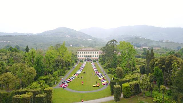 画像9: 【海外イベント】歴代フェラーリ70台がイタリア・トスカーナでパレードラン