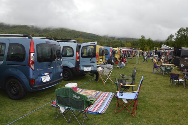 画像: 会場に到着すると、自由な1日が始まる。公式プログラムをよそに山中湖畔で自由に休日を楽しむ姿も見られた。