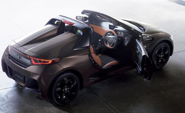 画像: 2トーンカラーの上質なインテリアで、軽自動車とは思えないクオリティ感に。