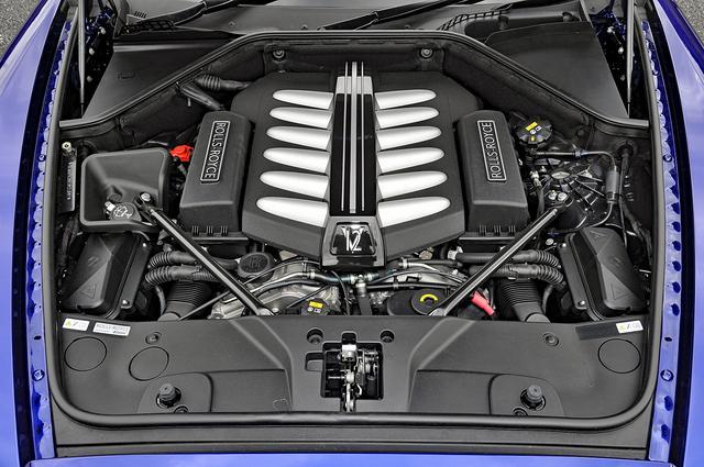 画像: BMW製の6.6L V12DOHCツインターボは632ps/800Nm! だが、そのサウンドはきわめてジェントル。