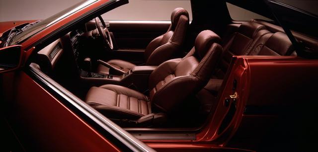 画像: 上級指向を強めた内装は、スポーツカーでありながらスペシャリティ的な雰囲気も兼ね備えていた。