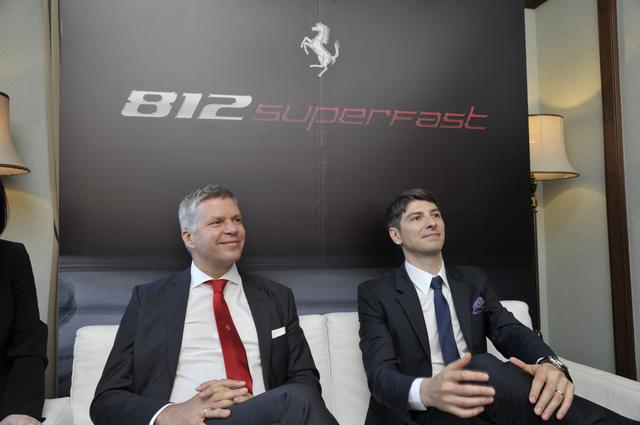 画像: フェラーリ極東・中東エリア統括CEOのディーター・クネヒテル氏(左)とファラーリ・ジャパン&コリア社長のリノ・デパオリ社長(右)。