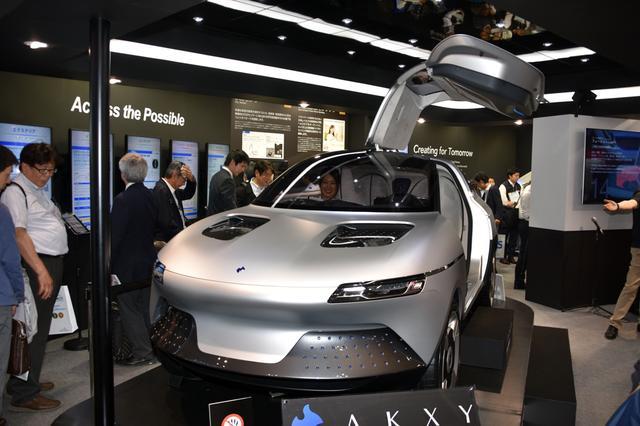 画像: 旭化成はコンセプトEVの「AKXY」も展示。
