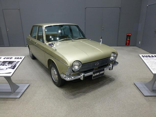 画像: スバル1000(1966〜)。日本初のFF量産小型車。