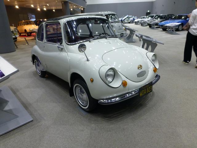 画像: スバル360(1958〜)。軽自動車のパイオニア。「てんとう虫」の愛称で知られる。