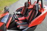 画像: バケット風のシートはスライド&リクラインが可能。シートベルトのアンカーは外側にある。