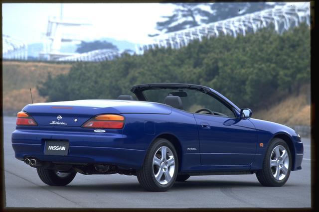 画像: 「ヴァリエッタ」は 2000年 5月発表され、7月からデリバリーが開始された。ルーフはオーテックと高田工業により共同で開発された。