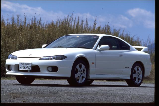 画像: 最上級の「spec.R エアロ」。デビュー当時の価格はMT車=256万円、AT車=260.7万円。