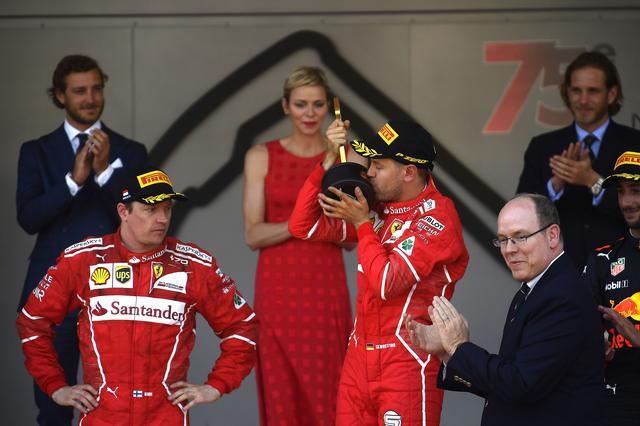 画像: モナコGPの表彰台。3位にはボッタスを逆転したダニエル・リカルド(レッドブル)が入った。