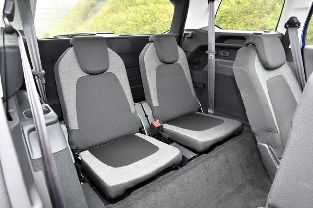 画像: サードシート。子ども向きのように見えるが、セカンドシートを前めにすれば大人も十分使える。